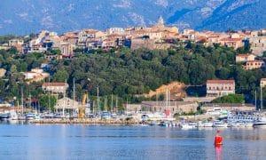 Le port et la ville de Porto Vecchio en Corse